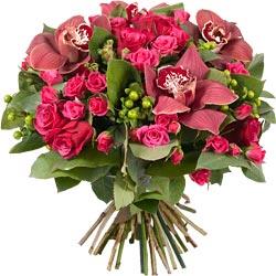 49.00 € : Pour souhaiter la bonne annéeVoici notre bouquet des voeux tendre et raffiné. Composé de superbes roses 'Amalia', de très beaux fleurons d'orchidées bordeaux, de délicates roses branchues 'Lovely Lydia', de charmants bouvardias vert, de quelques branches de millepertuis et d'eucalyptus. Savourez l'élégance et la générosité de ces fleurs qui transmettront tous vos voeux les plus chaleureux et sincères pour cette nouvelle année.