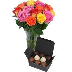 35.00 € : Deux fois plus de plaisir  !Ne choisissez plus entre les fleurs et les chocolats… Aquarelle vous propose cet assortiment de roses vives et colorées, accompagnées d'un joli vase et d'un ballotin de 160g de délicieux rochers au praliné fondant. Un plaisir pour les yeux et pour les papilles ! Disponible avec 20, 30 ou 40 roses.