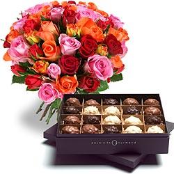 47.00 € : OFFRE EXCEPTIONNELLE ! 10 ROSES EN PLUS :50 roses au lieu de 40 + 20 rochers pour 47 € seulement !N'hésitez plus entre fleurs et chocolats !Fleurs ? Chocolats ? Le choix était jusqu'ici cornélien. Aquarelle a composé cet assortiment pour tous ceux qui veulent faire encore plus plaisir. Un magnifique bouquet de roses multicolores et une boite de 210 g de délicieux rochers noir, lait et blanc : voici un assortiment de choc à offrir sans attendre ! Ce duo est proposé au prix incroyable de 47 € pour 50 roses + 210 g de rochers !